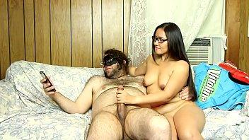 एशियाई के साथ हैंडजॉब के साथ नग्न साक्षात्कार